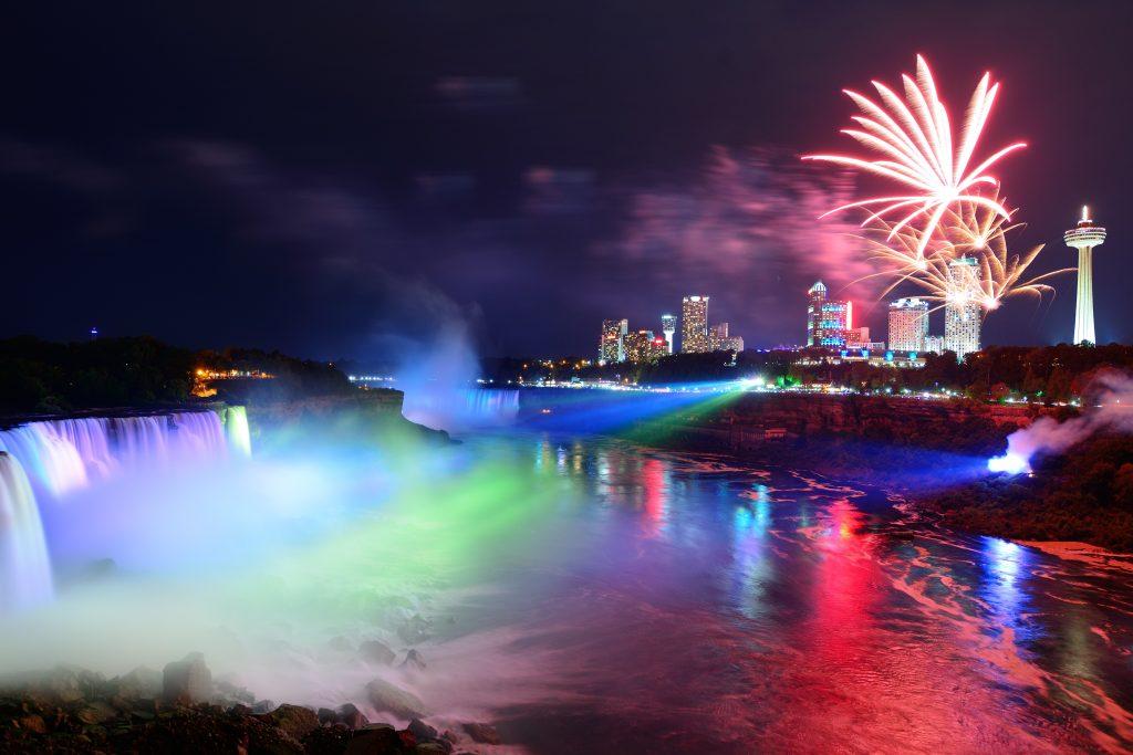 De leukste plekken om Nieuwjaar te vieren, Niagara Falls, Travel Bricks